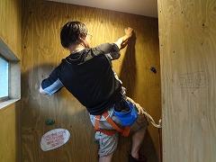天井裏壁面の開口