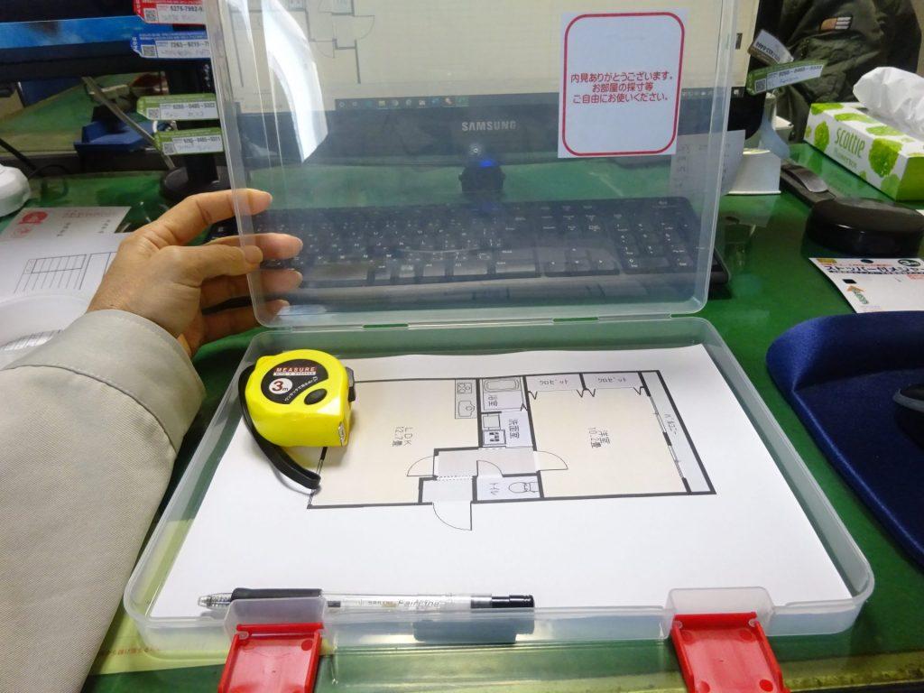 お部屋案内用、間取り図メジャー入りボックス設置
