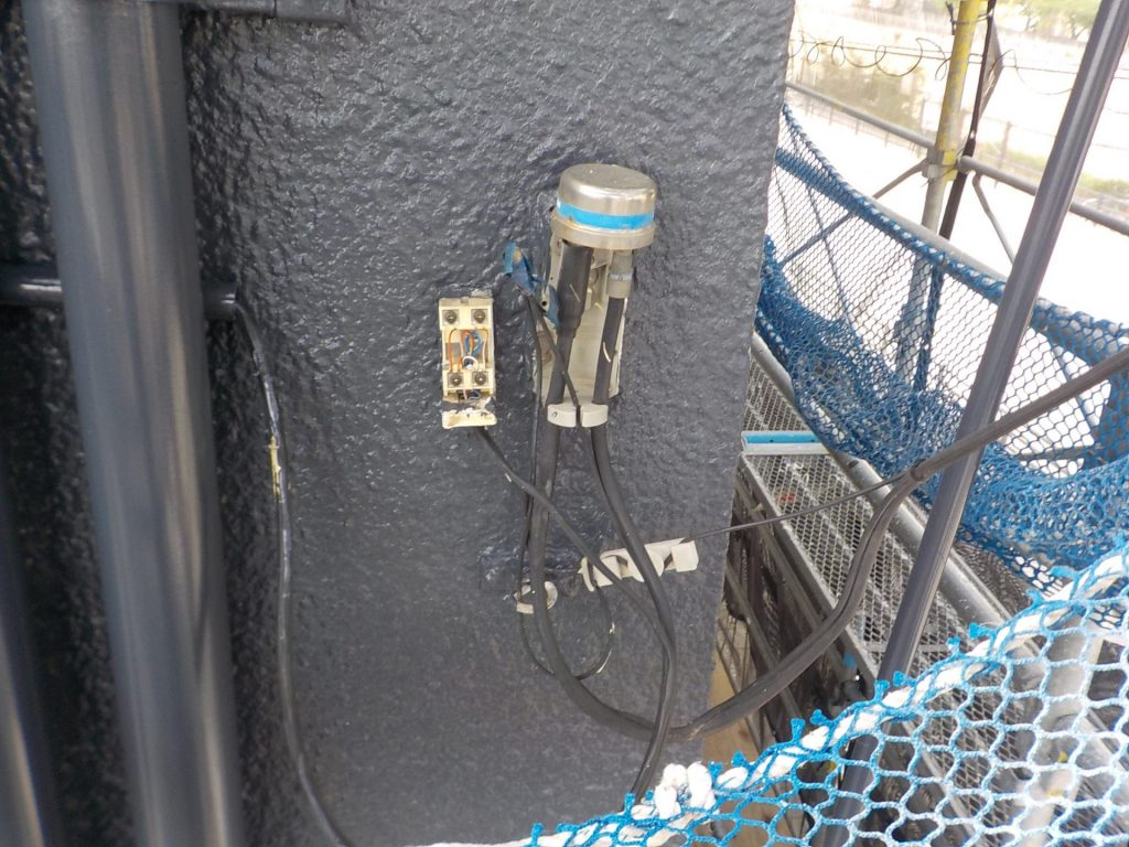 電話の保安器が破損