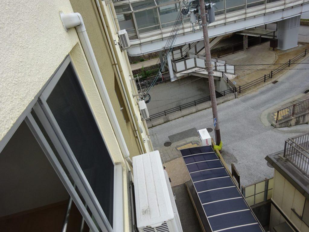 高所壁掛けのエアコン室外機