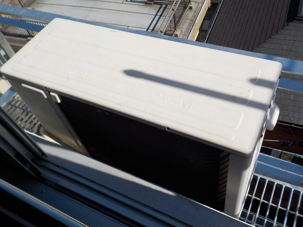 室外機壁掛けから架台へ変更しました